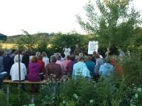 In der warmen Jahreszeit finden die Stammtische im Käutergarten der Gärtnerei Schützenhofer statt